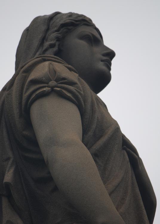 (small)OaklandCemetary-StatueHandOnHeart